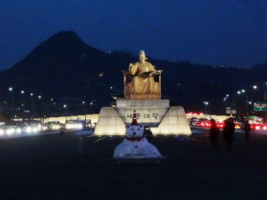 A snow bear in front of Sejong the Great