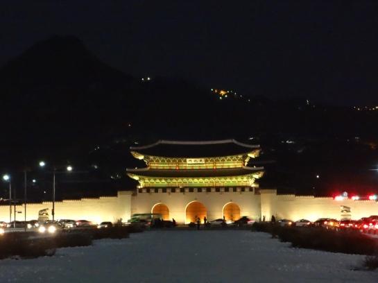 Gwanghwamun by night