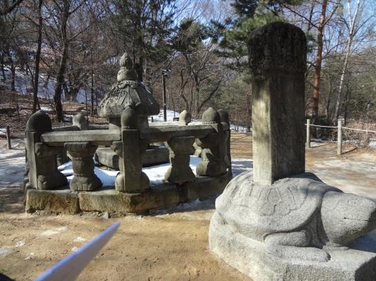 King Seongjong's placenta chamber monument