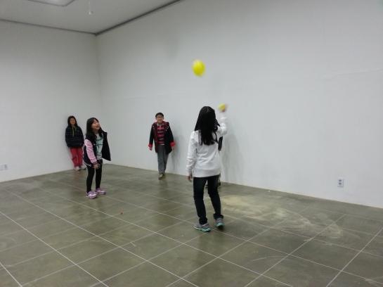 5 - Tennis (plastic piggy banks, balloon)